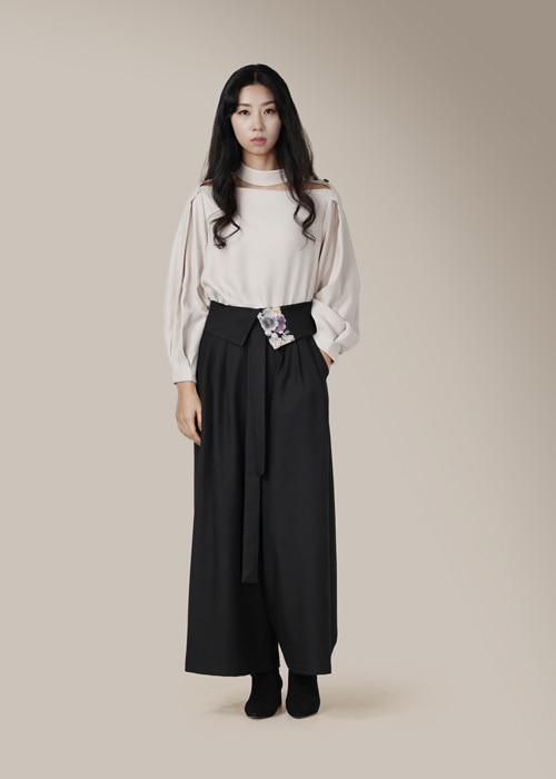 [7196 label] black tuck wide pants